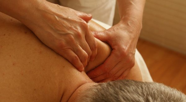 shoulder massage at Mount Tamborine eases pain